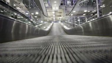 Moving Walkway in airport — Vídeo de Stock