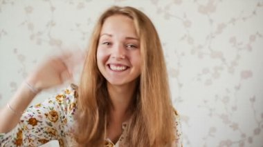 Teenager communicates by webcam — Stock Video