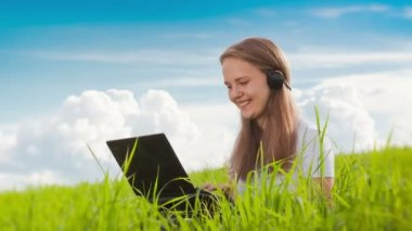 Girl communicates by webcam — Stok video