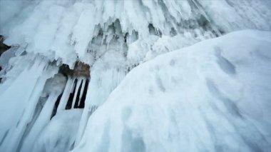 Coast into ice icicles — Stock Video