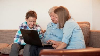 Teenagers and Old Persons Learn Laptop — Vídeo de Stock
