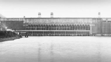 Wasserkraftwerk — Stockvideo