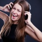 Young beautiful woman enjoying the music on headphones — Stock Photo