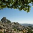 Old sicilian mountain village Caltabellotta with the huge rock w - Foto de Stock