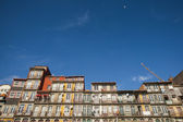 Porto historical lold town houses with blue sky — Stock Photo