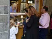 Ice cream, ice cream sales — Stock Photo