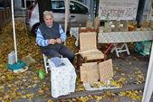 Impagliatore of chairs, craftsman — Stock Photo