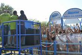 The pool Aquafan. Riccione. Italy. entertainment with dancing and foam. distribution of gadgets — Stock Photo