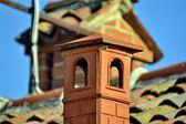 Baca. çatı. ev. fayans. tuğla. açık. Yaz — Stok fotoğraf