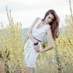 Woman portrait in rapeseed field — 图库照片