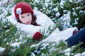 Beautiful young woman enjoying the winter — Stock Photo
