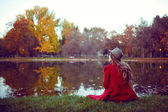 Beautiful young woman enjoying the autumn — Stok fotoğraf