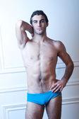 Modello di fitness maschile sexy pantaloncini in breve — Foto Stock