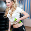 Portrait of fitness woman working out with free weights in gym — Stock Photo