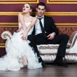 Fashion bride and groom on their wedding celebration — Stock Photo