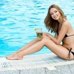 Beautiful woman in bikini near swimming pool — Stock Photo