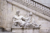 Antique statue on bottom of Victor Emmanuel II — Stockfoto