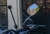Refletion in the mirror on Amsterdam streets — Stock Photo