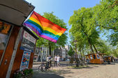 Rainbow flag on the street in Amsterdam — Stock fotografie