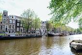 A canal in Amsterdam — Zdjęcie stockowe