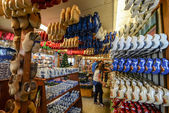 Souvenir shop with a lot of clogs in Amsterdam — Stockfoto