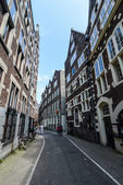 Narrow street in Amsterdam — Stockfoto