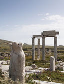 Ancient columns in the archeologic site of Delos — Stock Photo