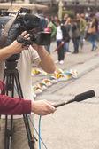 Cubriendo un evento con una cámara de video — Foto de Stock