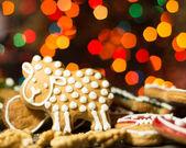 Gingerbread cookies with christmas light — Foto de Stock