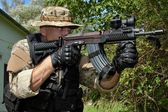 """Special Forces soldier with an assault rifle """"sa.58"""" — Stock Photo"""