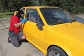 Thief steals car — Stock Photo