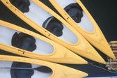 Kayaks in lake — Stock Photo