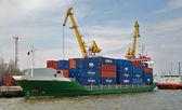 The cargoship in port — Stock Photo
