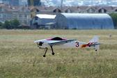 Landing aircraft model — Stock Photo