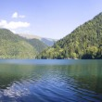 Ritsa lake in the mountains — Stock Photo