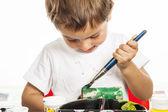 Little boy painting — Stockfoto