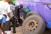 Changing a Bus Tire and Brakes in Africa — Stock Photo