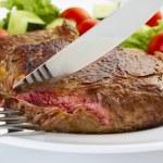 sulu biftek çatal ve bıçak — Stok fotoğraf