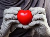 Cuore nelle mani — Foto Stock