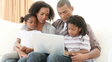 Afro-American family using a laptop in the living-room — Stock Video