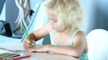 Little girl drawing. Educational concept — Stock Video
