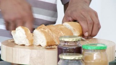 Afro-American dad and kid cutting bread in the kitchen — Stock Video