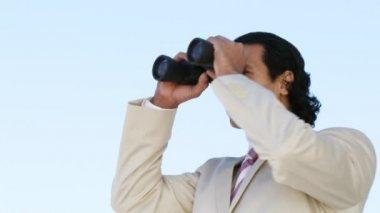 Elegant businessman looking through binoculars — Stock Video
