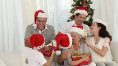 Family holding Christmas presents at home — Stock Video