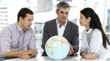 Uma reunião da equipe de negócios sobre expansão — Vídeo stock