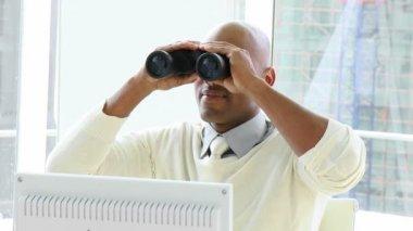 Afro-American businessman looking through binoculars — Stock Video
