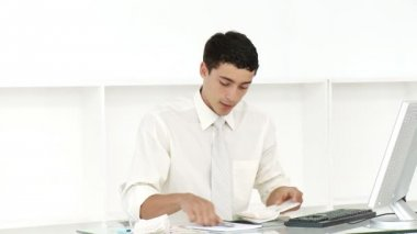 Young businessman doing his accounts — Stock Video