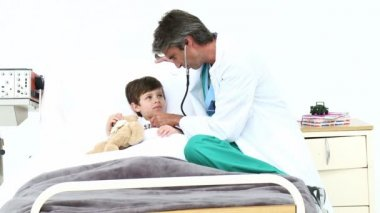 Mature doctor playing with a little boy — Stock Video