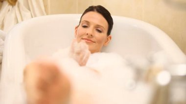 Happy woman relaxing in the bathtub — Stock Video