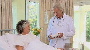 Doctor examining blood pressure of a patient — Stock Video